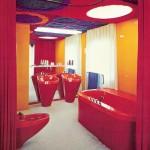 Badezimmer des Prototypen, Abtrennung durch Frotteevorhang (Bild: W. Feierbach)