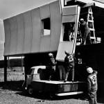 Aufbau des Prototypen Mai 1968, 7 bis 17 Uhr für den Rohbau aus 13 Dach- und 26 Wandelementen aus GFK (Bild: W. Feierbach)
