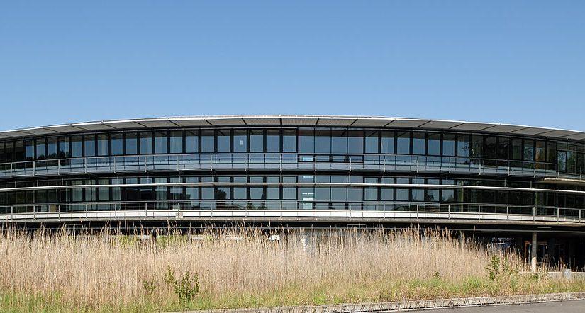 Flöha/Sachsen, Samuel-von-Pufendorf-Gymnasium, 1996, Büro Allmann, Sattler, Wappner, München (Bild: André Karwath, CC BY SA 2.5, 2008)