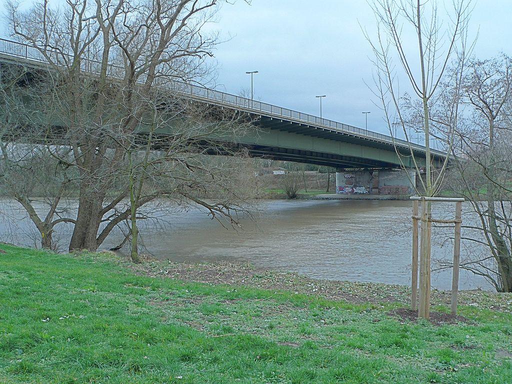 Frankfurt-Schwanheim, Schwanheimer Brücke (Bild: EvaK, GFDL, CC BY SA 3.0, 2007)