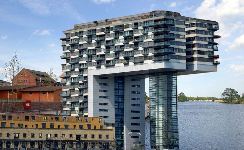 Greifswald, Rendering für Luxushotel anstatt des abgerissenen Speichers am Hafen (Bildgrundlage: Erell, CC BY SA 3.0 oder GFDL, 2007, Bildmontage: CC0)