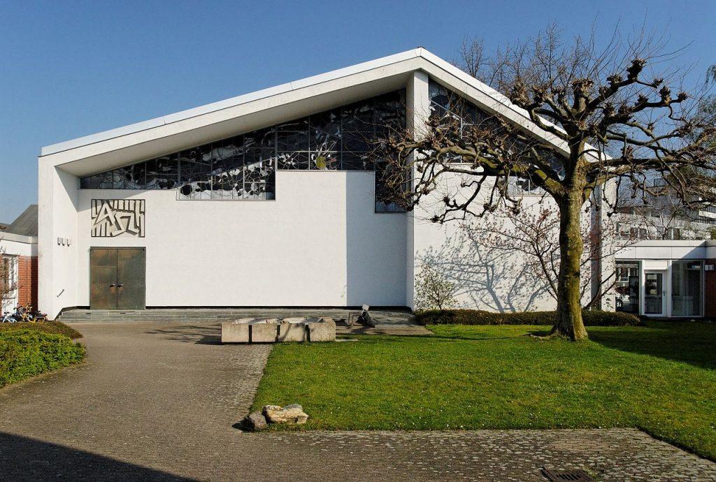 Düsseldorf-Bilk, Bruderkirche, 1970 eingeweiht, 2020 abgerissen für Wohnbauten (Bild: Wiegels, CC BY SA 3.0, GFDL, 2009)