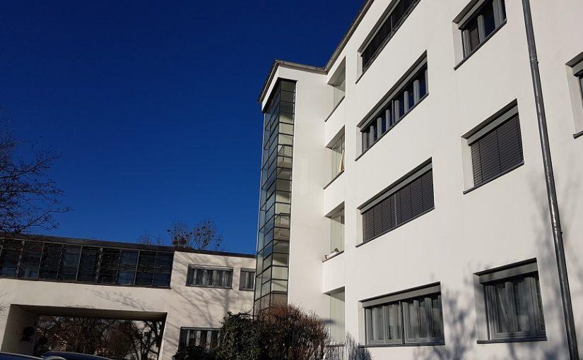 Karlsruhe-Dammerstock, Mehrfamilienhauszeile von Otto Haesler mit Waschhaus (Bild: Arbeitsgemeinschaft Karlsruher Stadtbild)