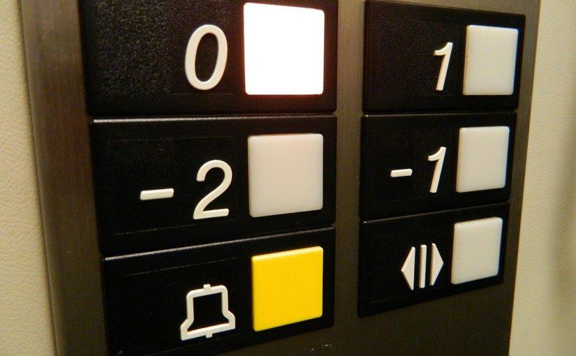 Im Aufzug (Bild: PD, via pixabay.com)
