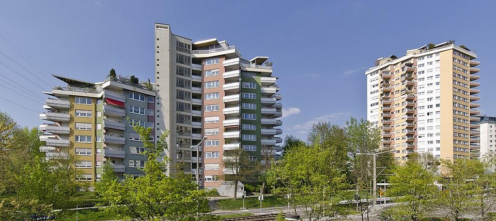 Stuttgart-Rot, Hochhäuser Romeo und Julia (Hans Scharoun, 1957/59) (Bild: ptj56, CC BY SA 3.0, 2012)