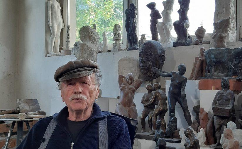 Der Berliner Bildhauer Ulrich Jörke in seinem Berliner Atelier (Bild: Karin Berkemann, 2019)